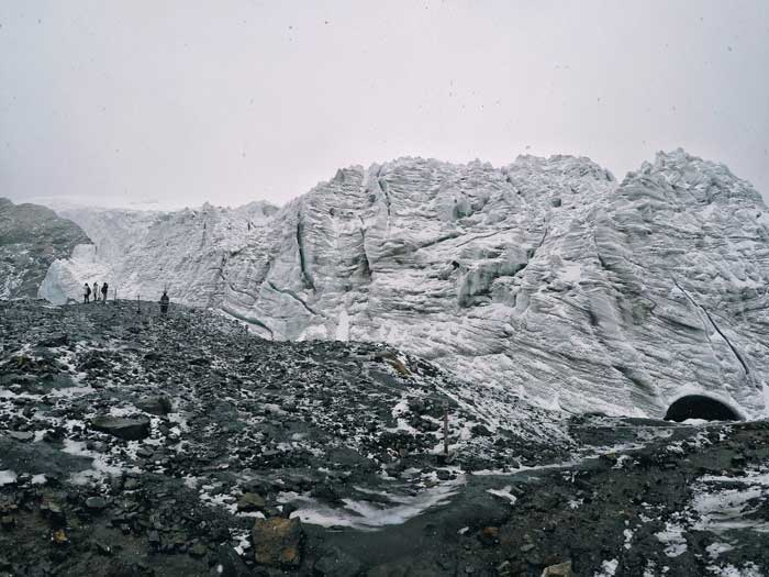 pastoruri glacier-snowing-day